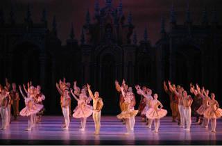 (Foto: Ballet Raymonda. Imagen autorizada por la Compañía Nacional de Danza)