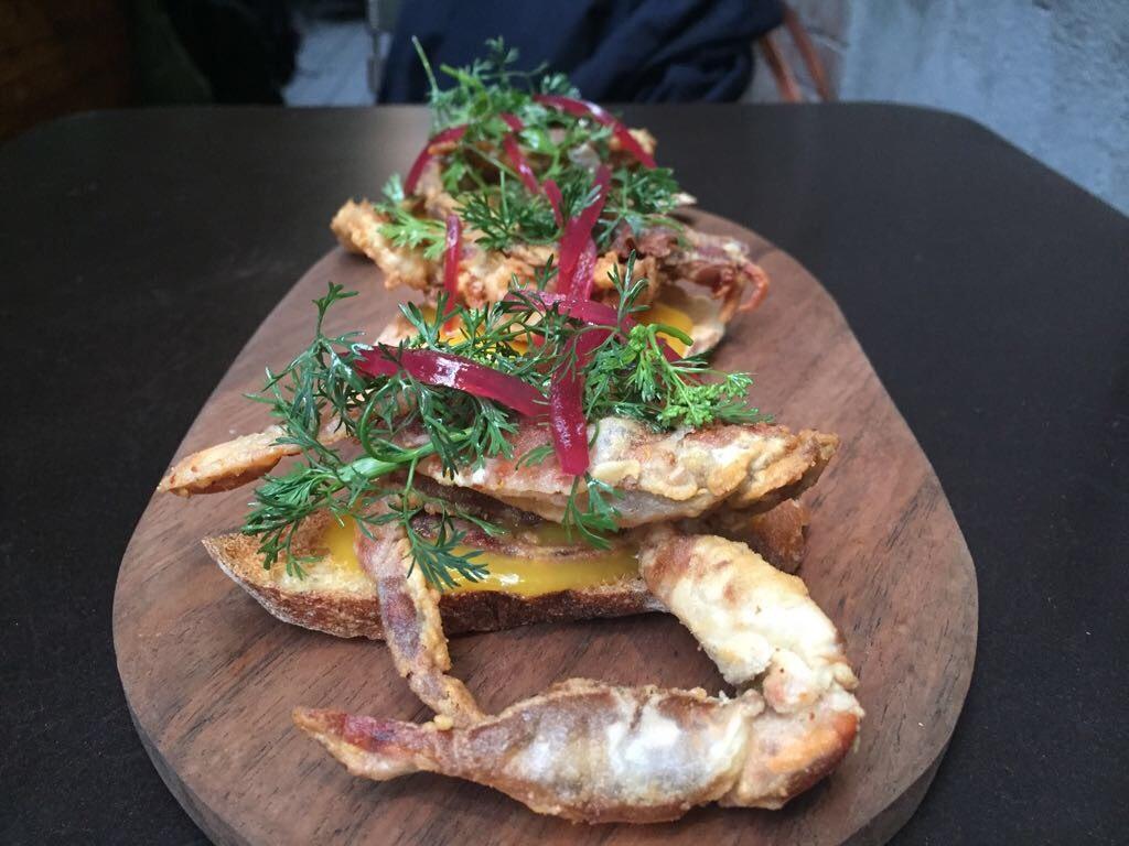 Jaiba desnuda cangrejo tostas de Café Nin CDMX Elena Reygadas