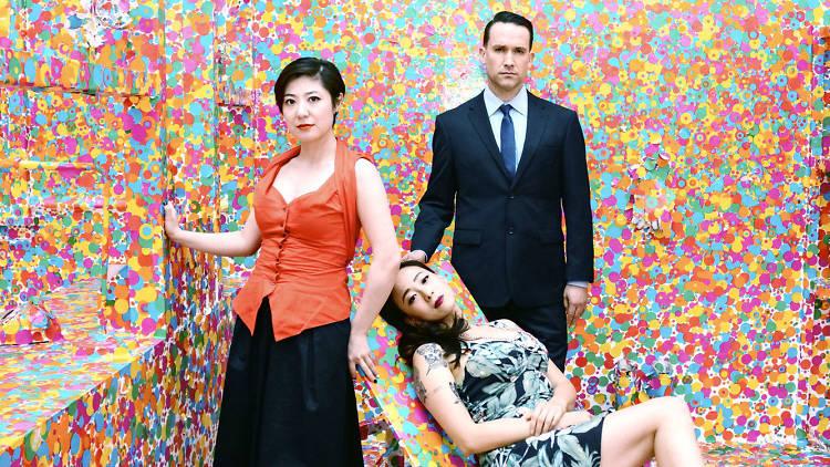 El trío de California, Xiu Xiu en la sala de Yayoi Kuzama