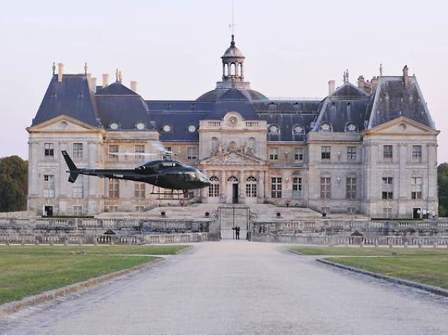 Paris helicopter rides: Paris to Chateau de Vaux-le-Vicomte