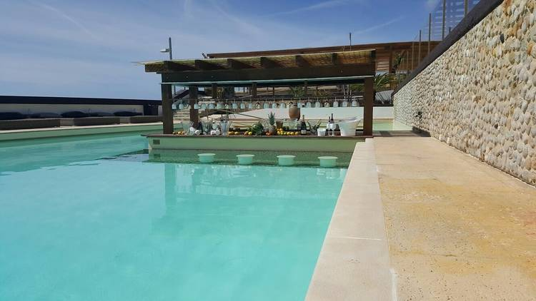 Reverse Pool Lounge