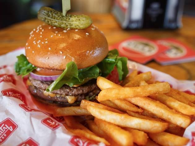 Burger and chips at Varsity Bar