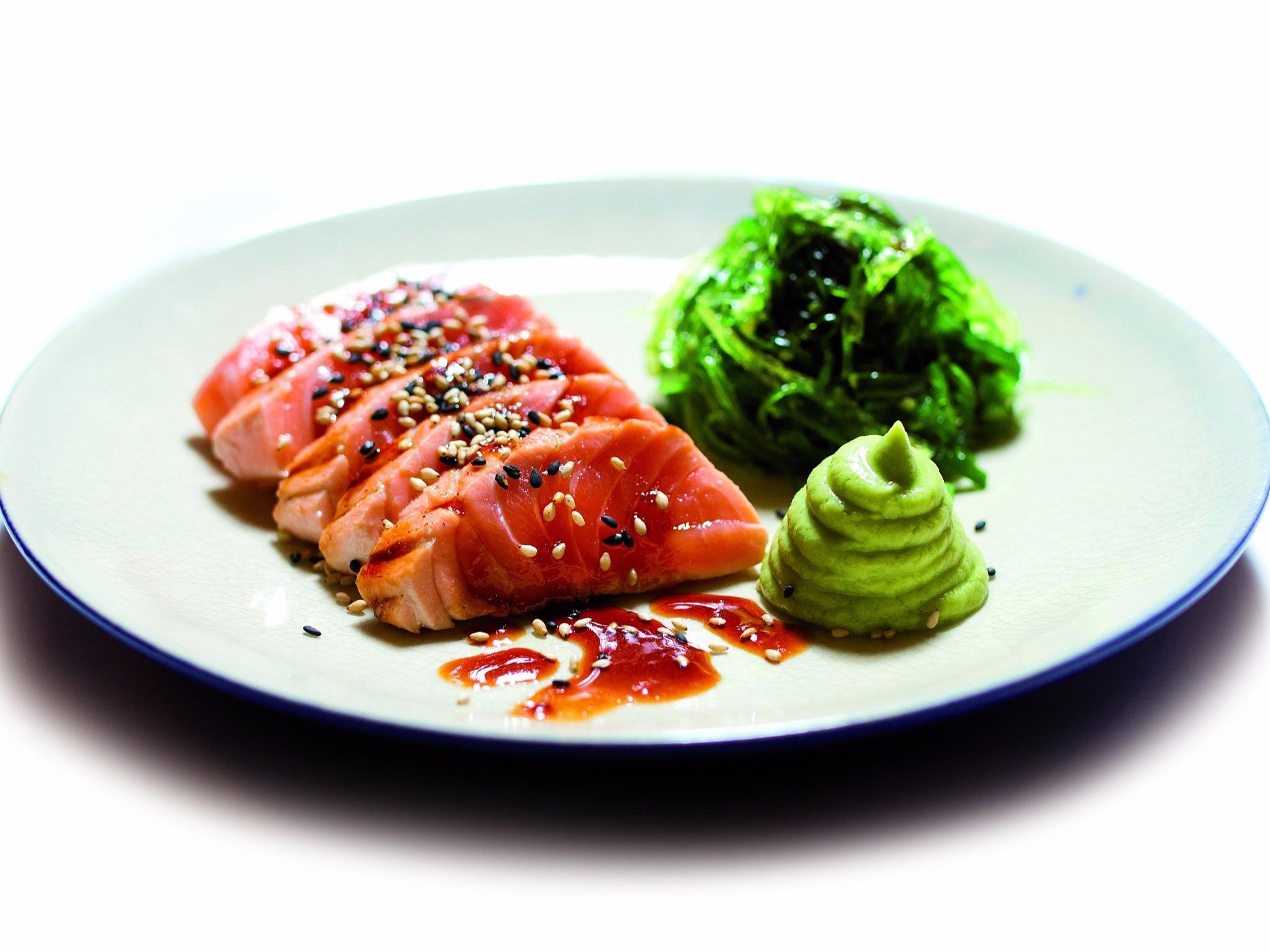 Tataki de salmão com puré de abacate da Casa Vasco
