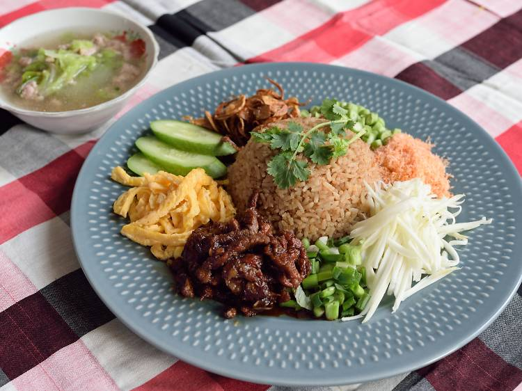 タイ料理は本格的に味わう。