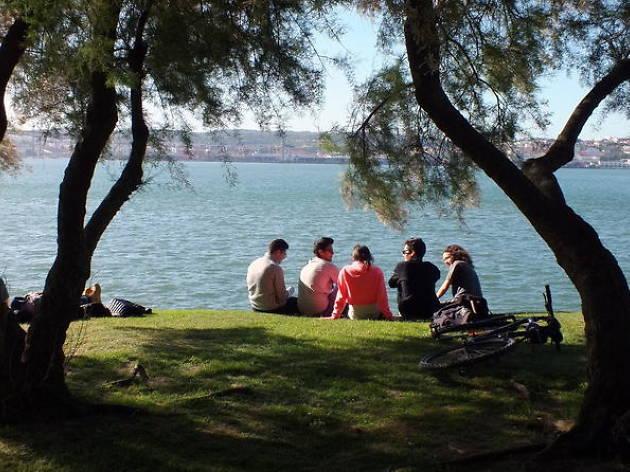 Lisbon walking tours: Gir'Almada tour