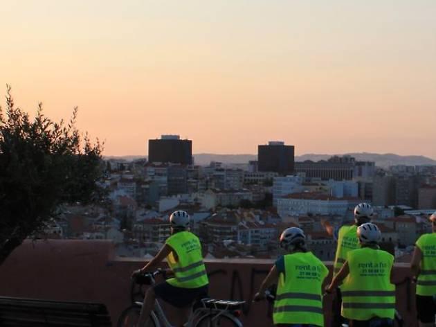 Lisbon bike tours: Lisbon by night