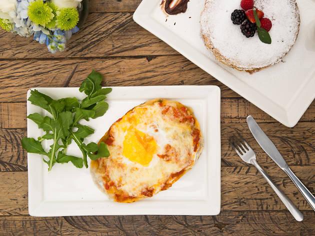 Desayuno huevo pizza María Ciento38 en la CDMX
