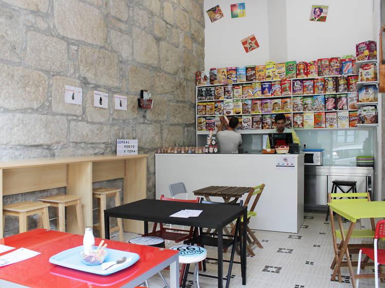 Tome o pequeno-almoço no Cereal Porto Café