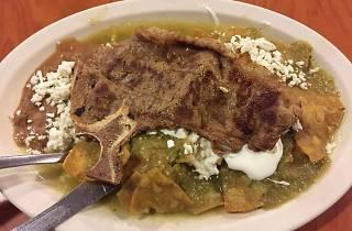 Chilaquiles con costilla El Cuatro20 Centro CDMX