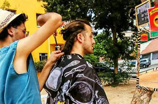 MOIZE: A traveling hairdresser