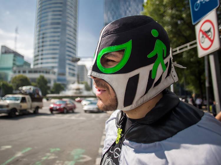 Peatónito, el defensor enmascarado de los peatones de la CDMX
