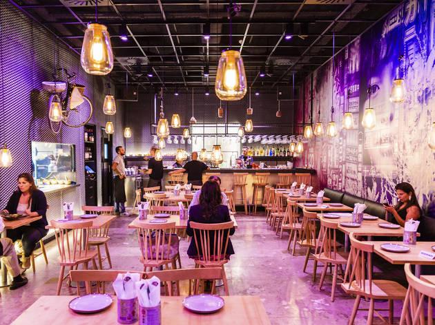 Nestes restaurantes pan-asiáticos em Lisboa cabe a Ásia toda