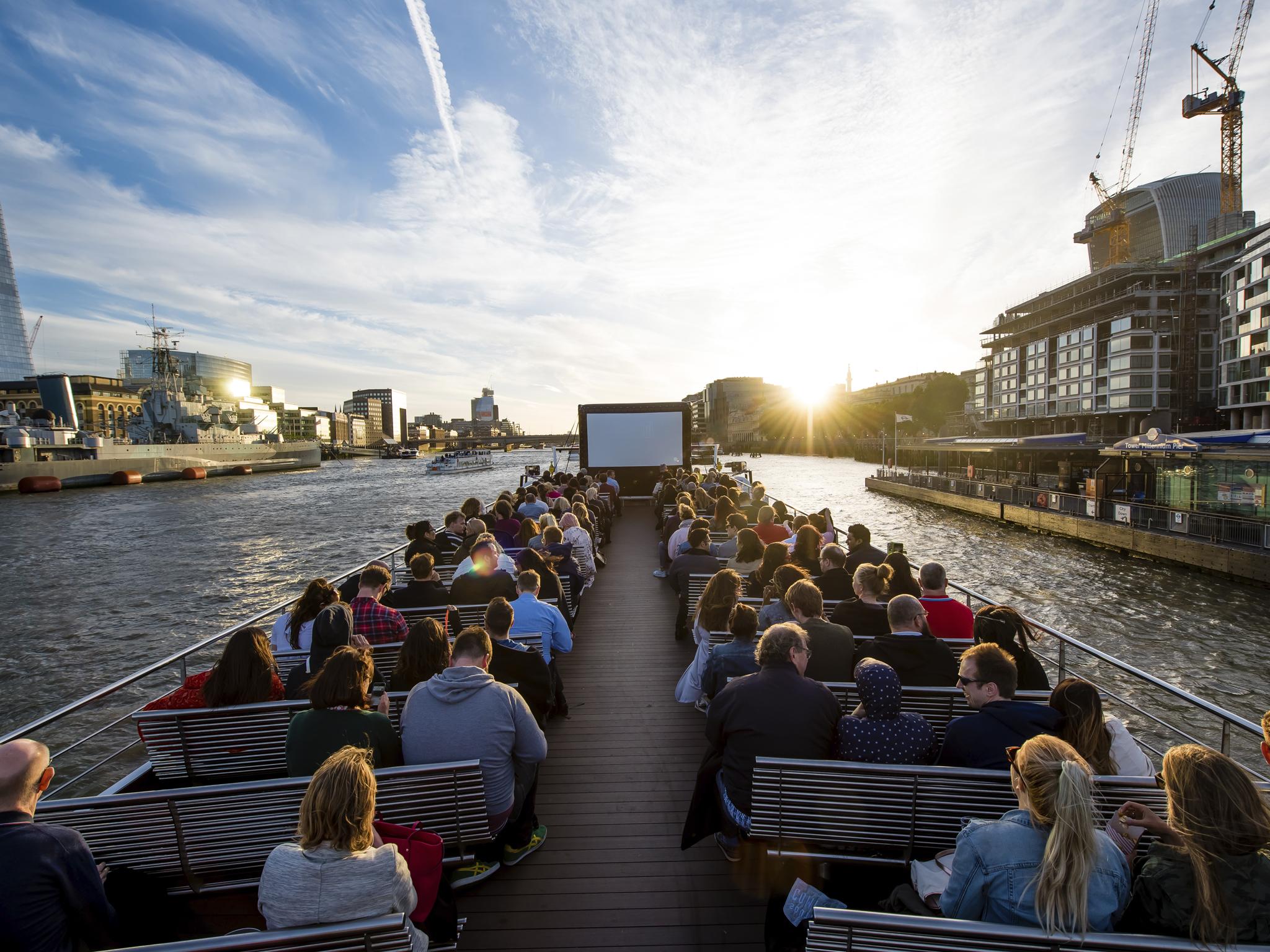 cinema no meio do rio em londres