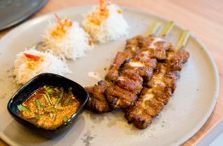 ミシュラン一つ星を獲得したタイ料理レストラン、ソムタムダーが日本初上陸