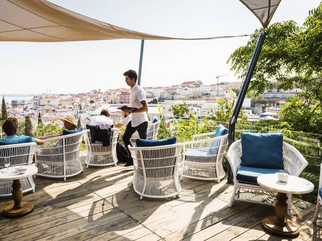 Nos restaurantes com vista em Lisboa não olhe só para o prato