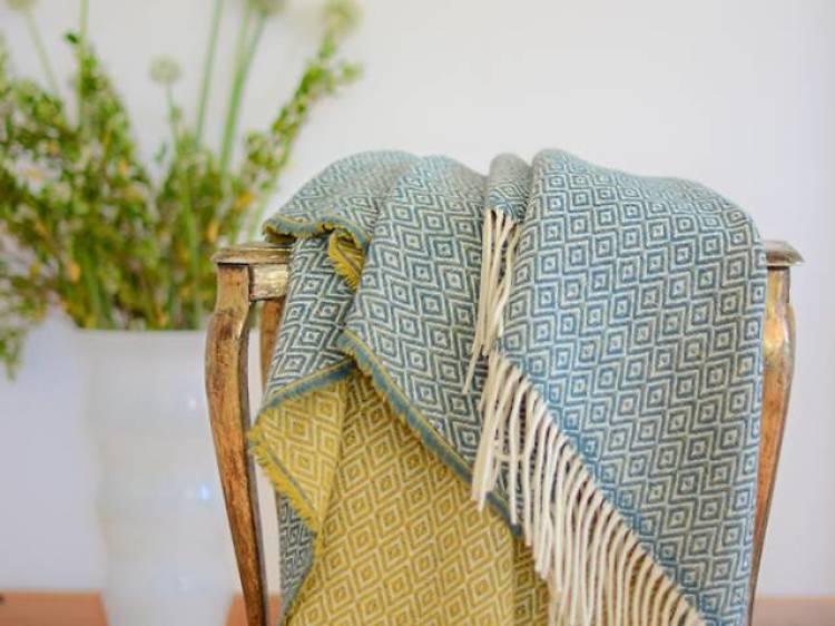 Compre uma manta de lã para fazer frente ao frio