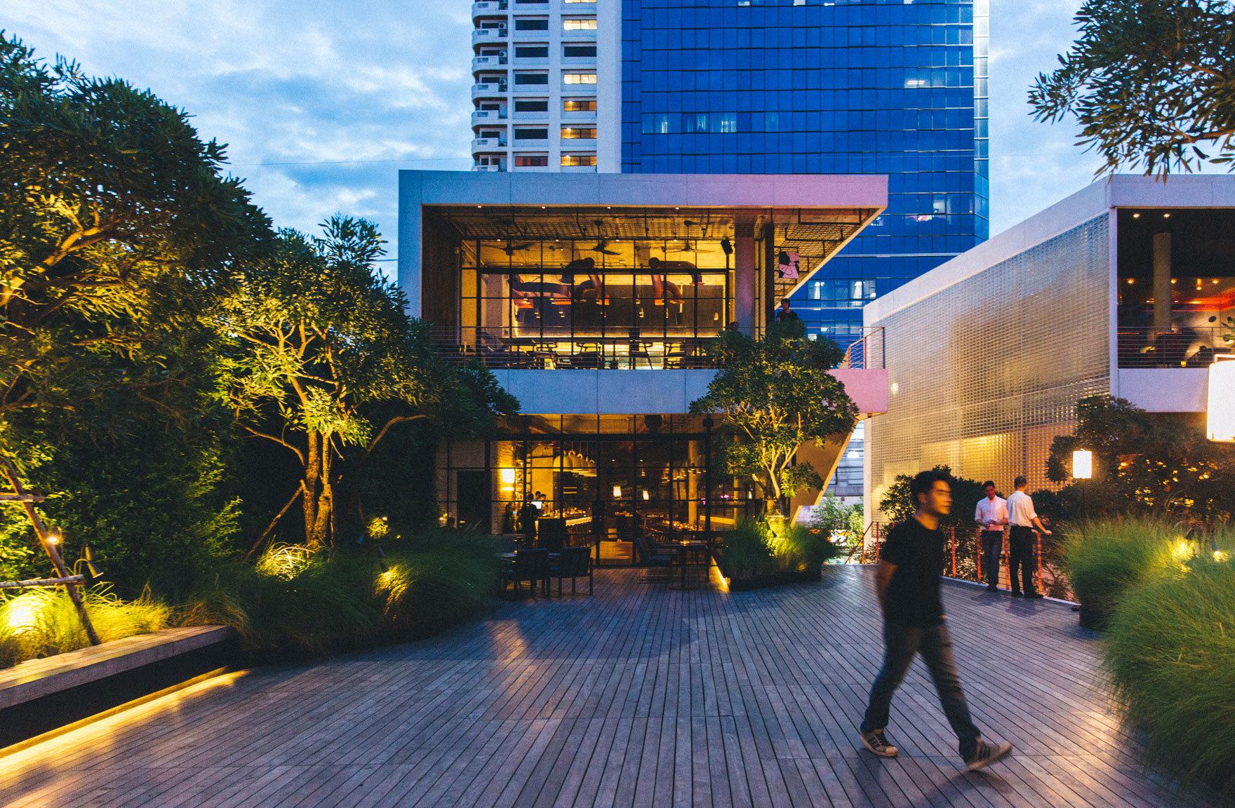 Restaurants and bars at 72 Courtyard