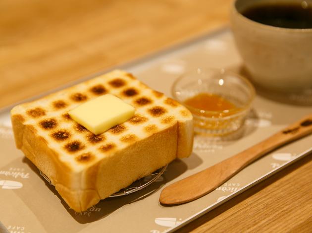 浅草の老舗ベーカリー、ペリカンのカフェが誕生。ペリカンパンを使ったメニューは12種類