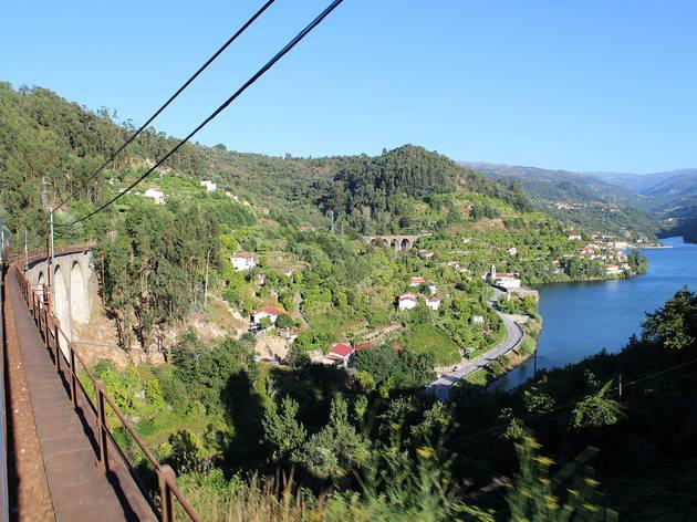 MiraDouro. Uma viagem pelo Douro num comboio dos anos 40