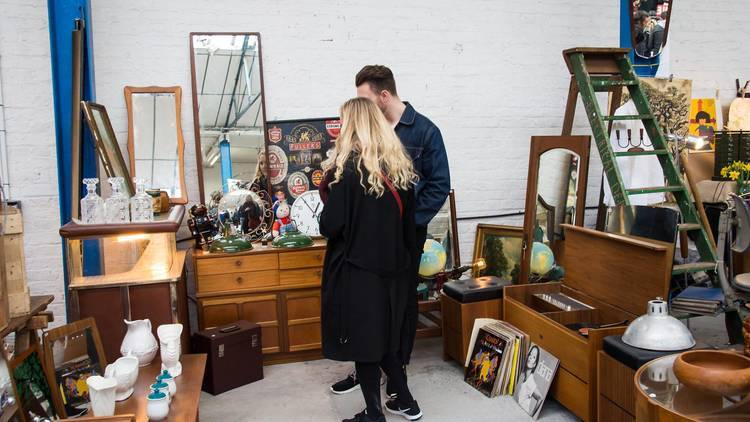17 flea markets for finding vintage treasures