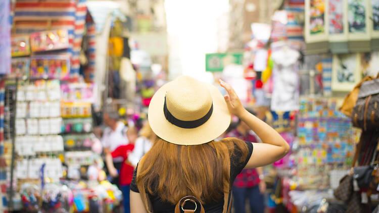 hong kong tourist shopping