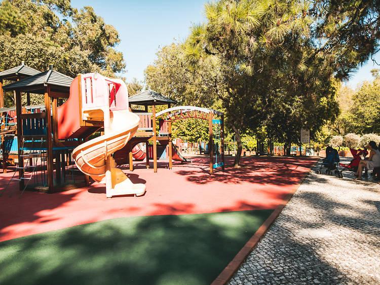 Brincar num dos parques mais antigos da cidade: o Parque Infantil do Alvito