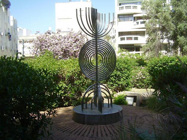 Shorashim menorah