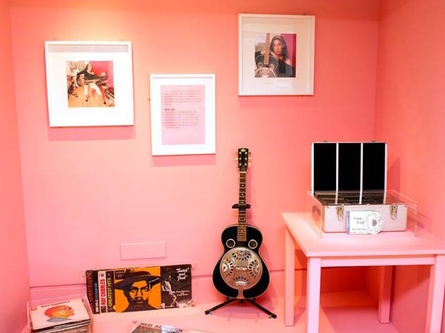 Amy Winehouse (Records and guitar © The Jewish Museum)