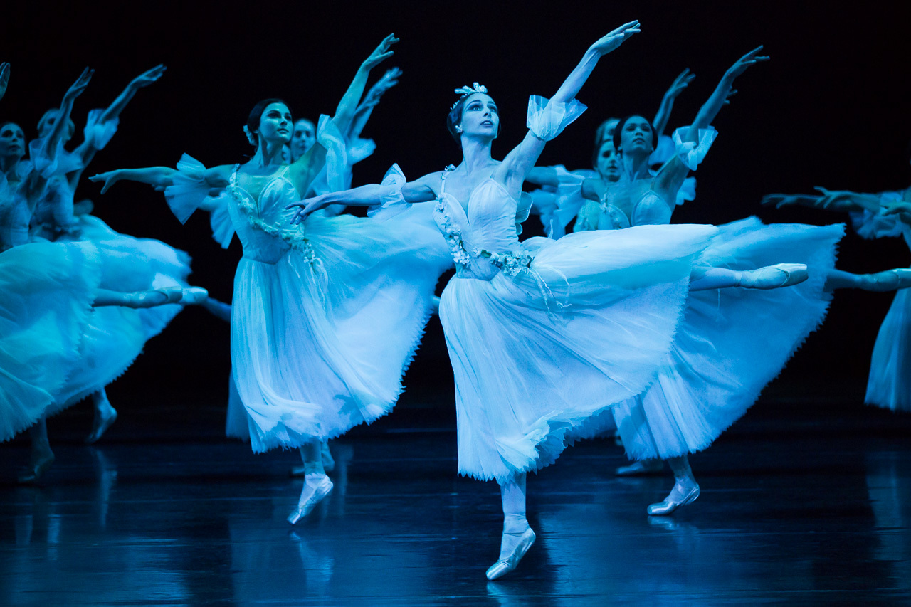 Giselle 2015 The Australian Ballet production still feat company photographer credit Daniel Boud