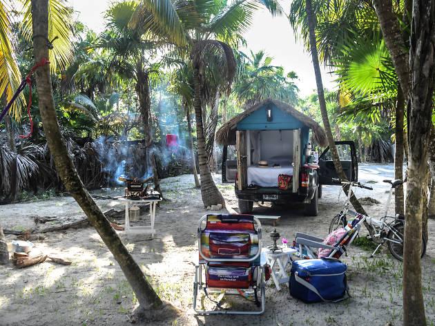 Camión palapa en Bahía Soliman