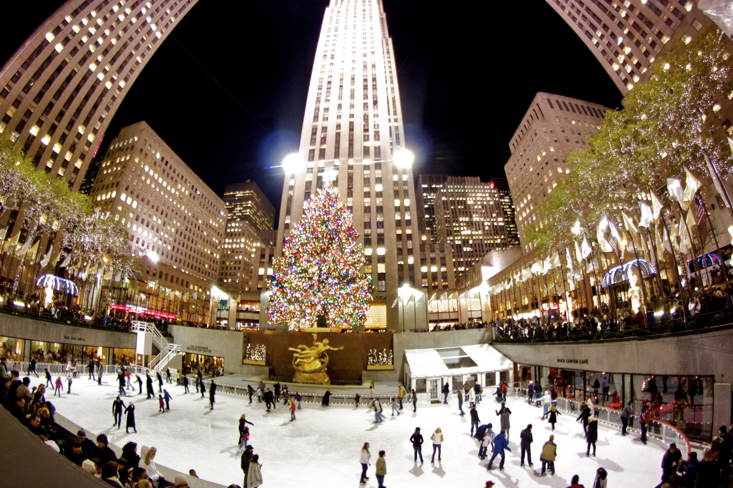 The ice skating rink at rockefeller center opens next week - Weihnachtsbaum new york ...