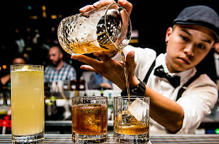 Sokyo whisky cocktail being poured