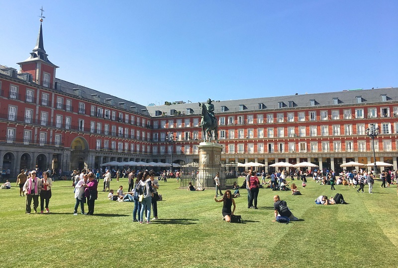 Plaza Mayor césped