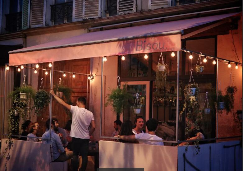 bar a cocktails resto pour rencontres adultes rencontre adulte haut potentiel wannonce. Black Bedroom Furniture Sets. Home Design Ideas