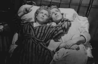『恐るべき子供たち』(1950年)ニコル・ステファーヌとエドゥアール・デルミット ©Andre Dino