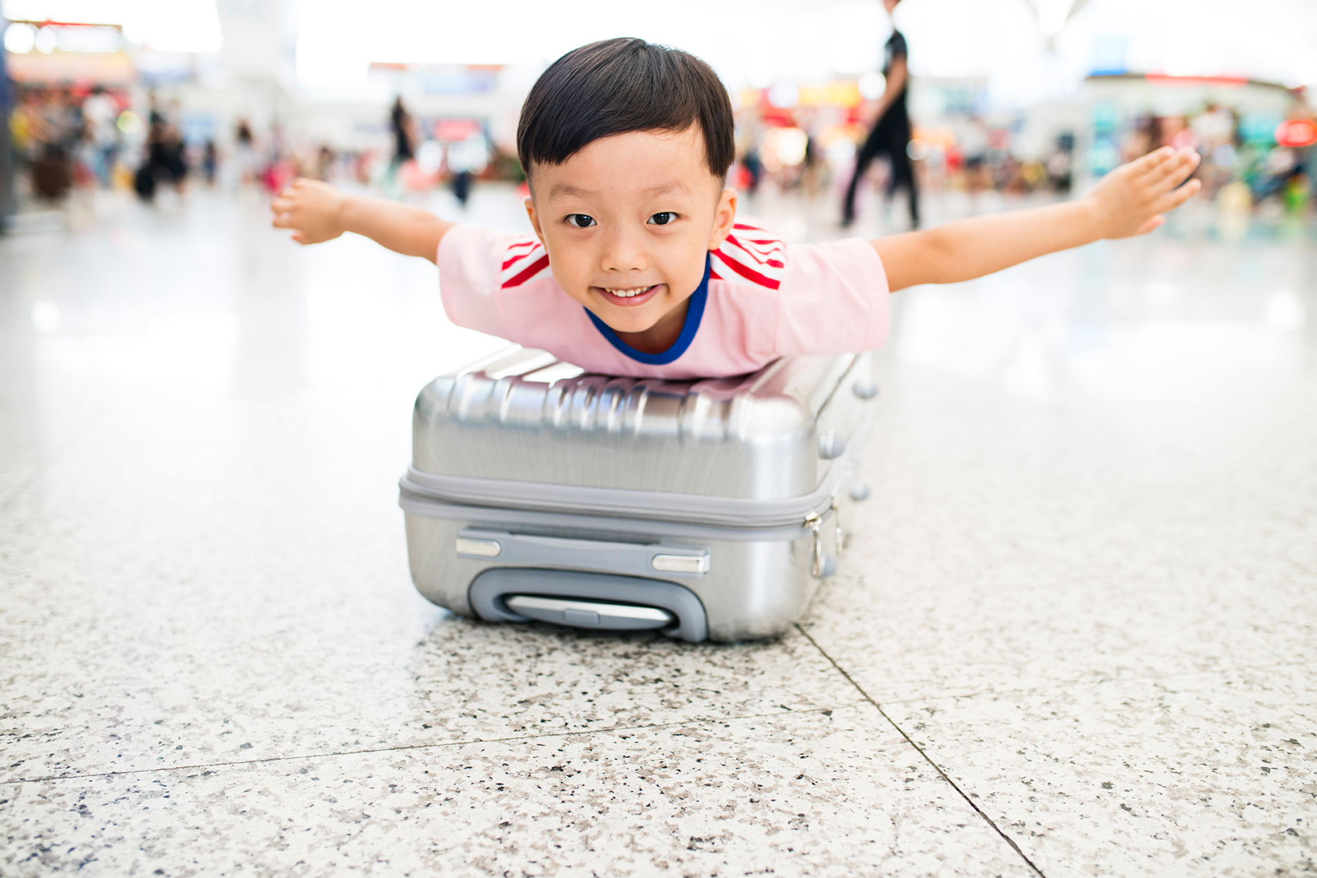 Travel tips for families (by air)