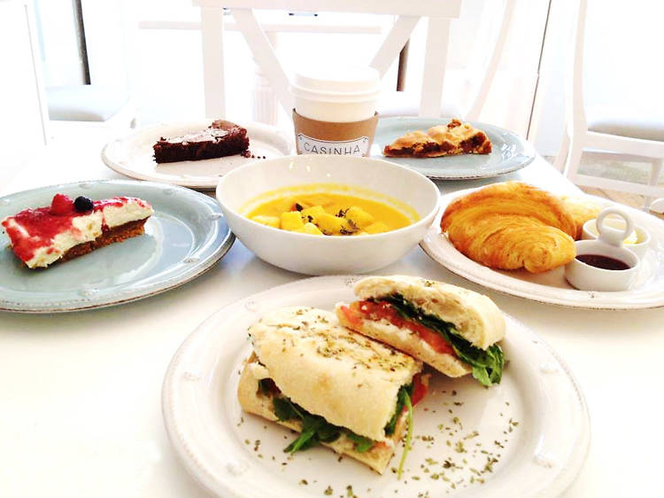 Tome o pequeno-almoço na Casinha Boutique Café
