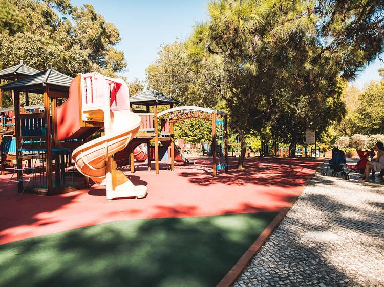 Os melhores parques infantis em Lisboa para pôr os miúdos a brincar