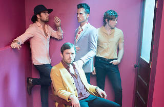 Kings of Leon play live