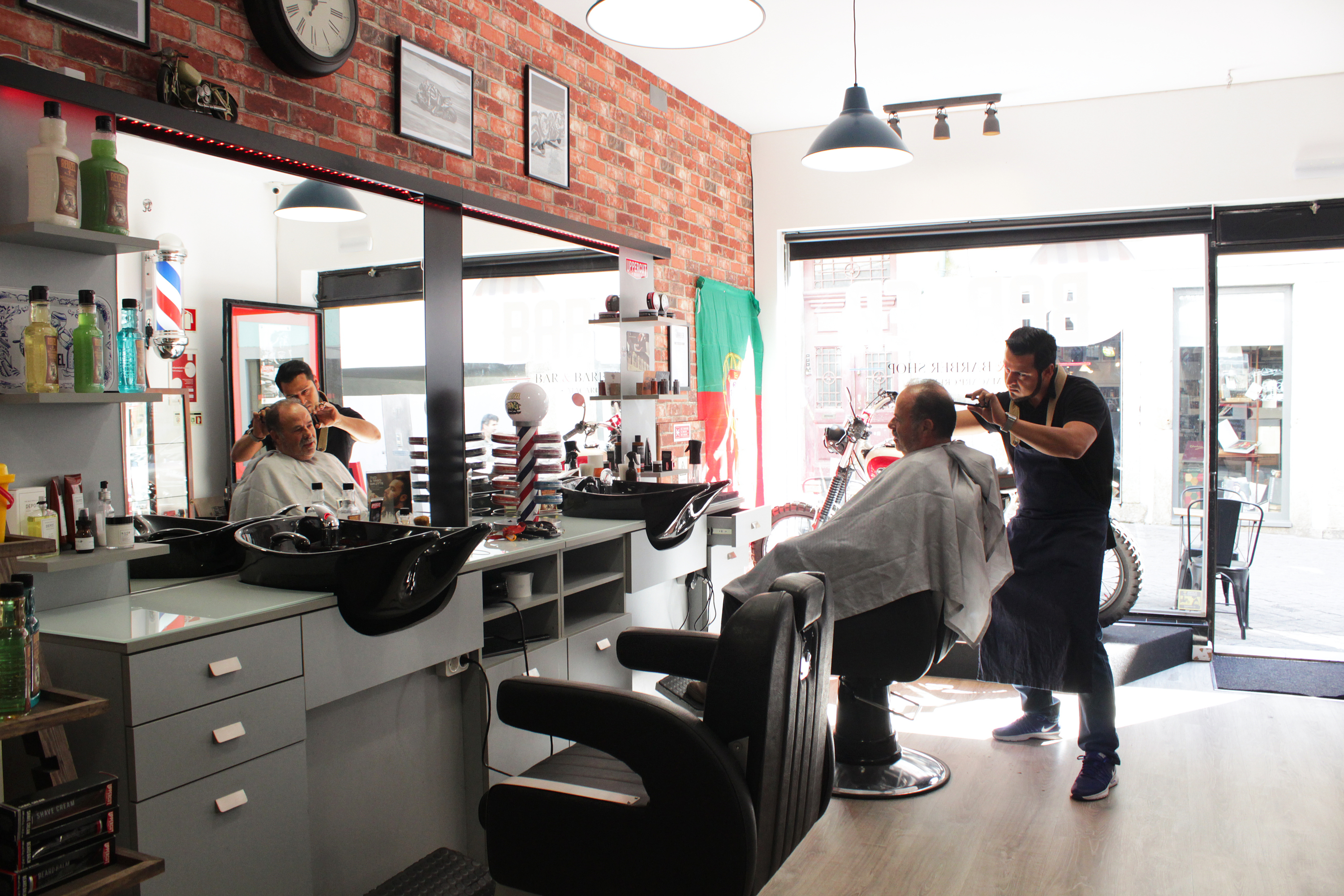 BARBER - Bar & Barber Shop