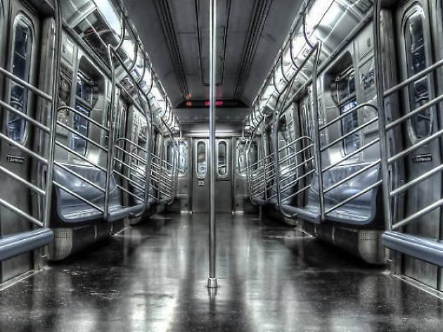 NY地下鉄、車両から一部座席を撤去。列車遅延や運休の削減狙う