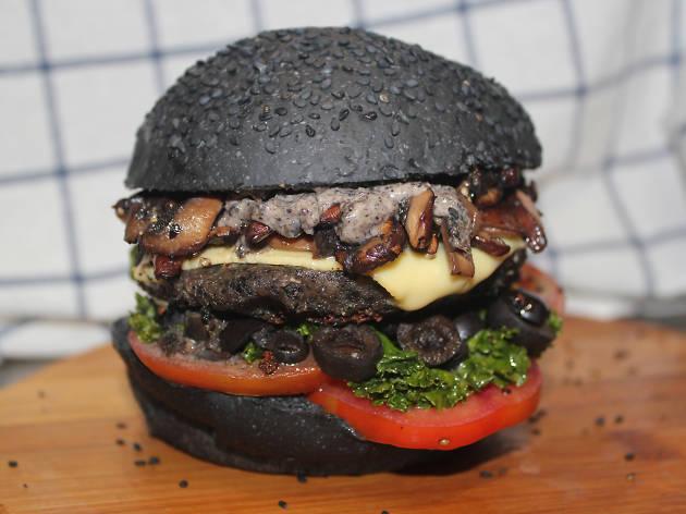 veggi monster burger in black