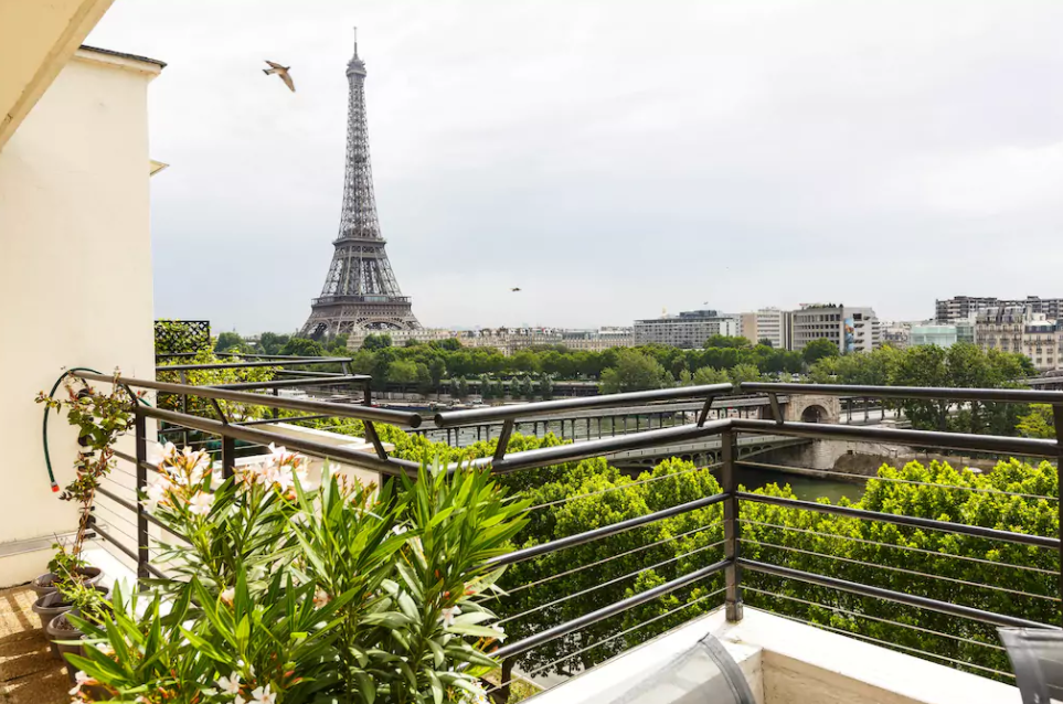 Art Deco Apartment With Eiffel Tower Views