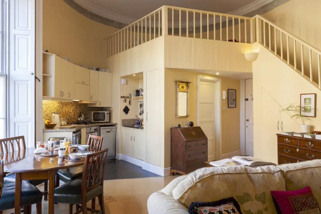 Best Airbnbs Dublin- Historic oval studio