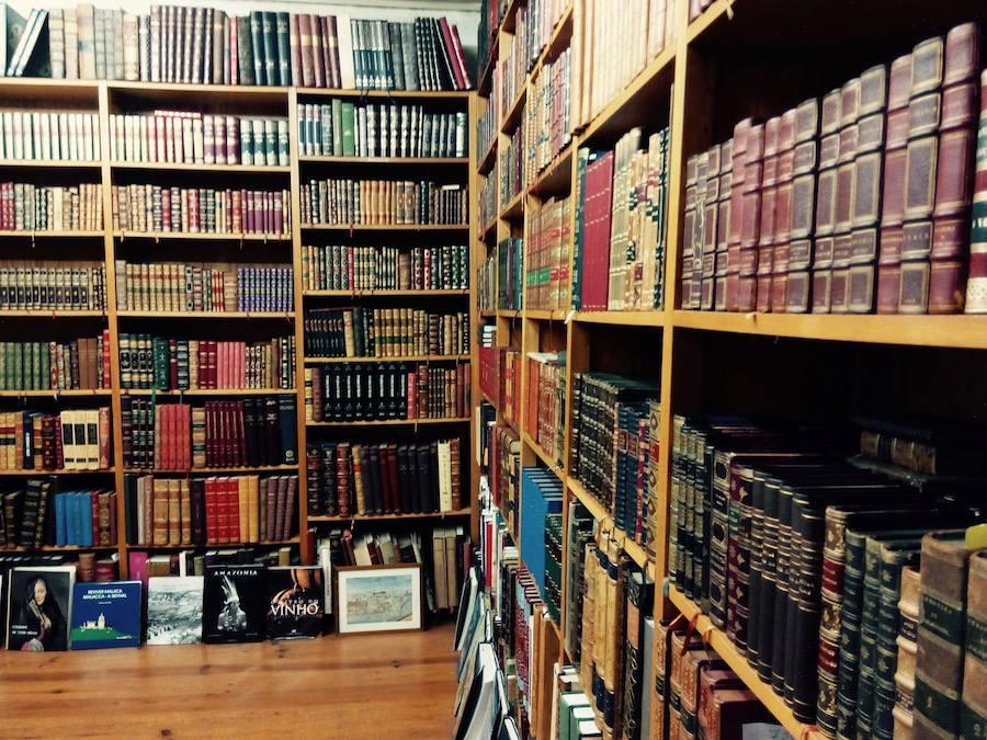 O interior da Livraria Académica