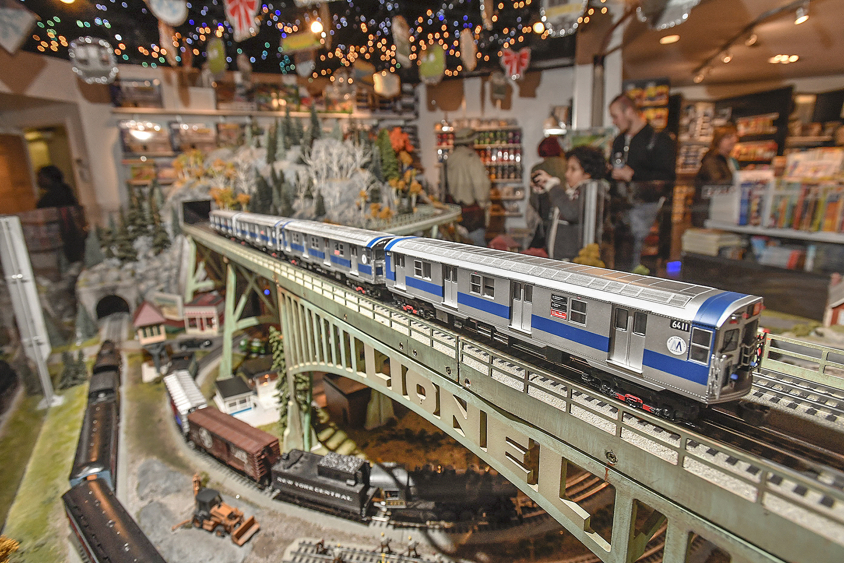 Holiday train show at grand central terminal things to for Nyc transit museum hours