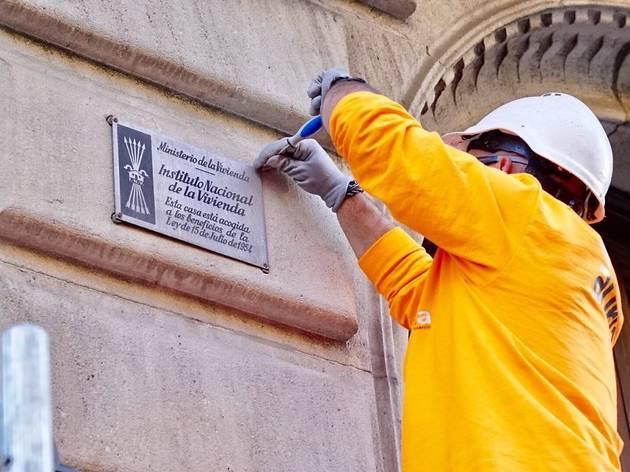 Barcelona serà una ciutat lliure de plaques franquistes a finals d'any