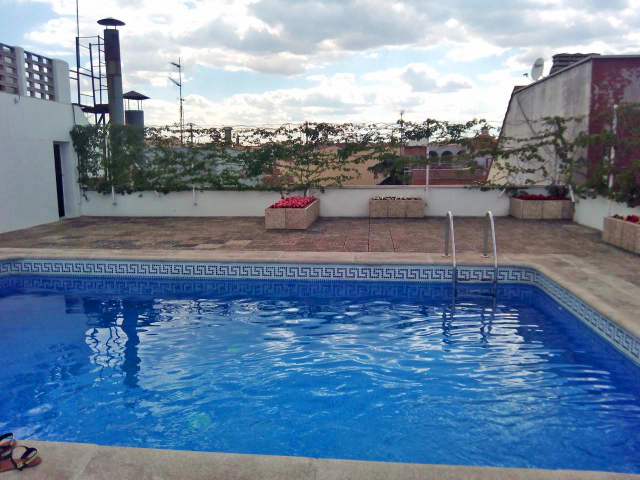 One-bed with pool near Paseo del Prado
