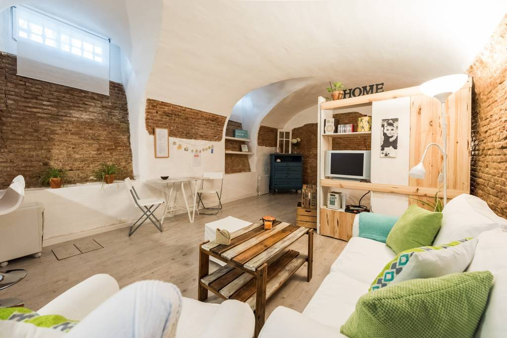 Two-bed refurbed studio by Plaza Mayor