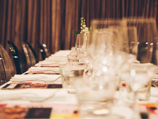 Generic table setting DIXON